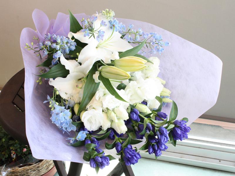 涼しげな色合いのお供え花束 BQ-013